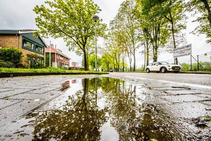 Het Wooldrik is een wijk met veel hoogteverschil. Wanneer het hard regent, stroomt het water onder en boven de grond naar het laagste punt: de Zuid Esmarkerrondweg.