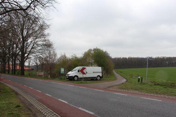 De achtergelaten bus van de Groninger op de hoek van de Kloppendiek, bij het 'drielandenpunt' van Winterswijk-Oost Gelre en Vreden/Duitsland.