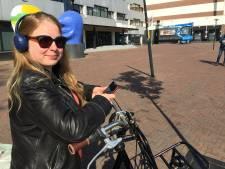 Fietser in Deventer nog niet app-vrij, politie kiest per overtreder voor gesprek of boete