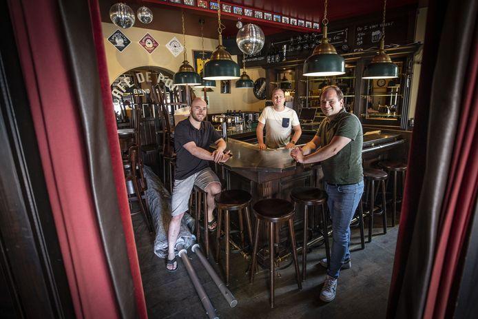 Op de foto eigenaren Stefan Blokhuis (L) en Koen Lohuis (R) en zetbaas Steyn Hesselink.
