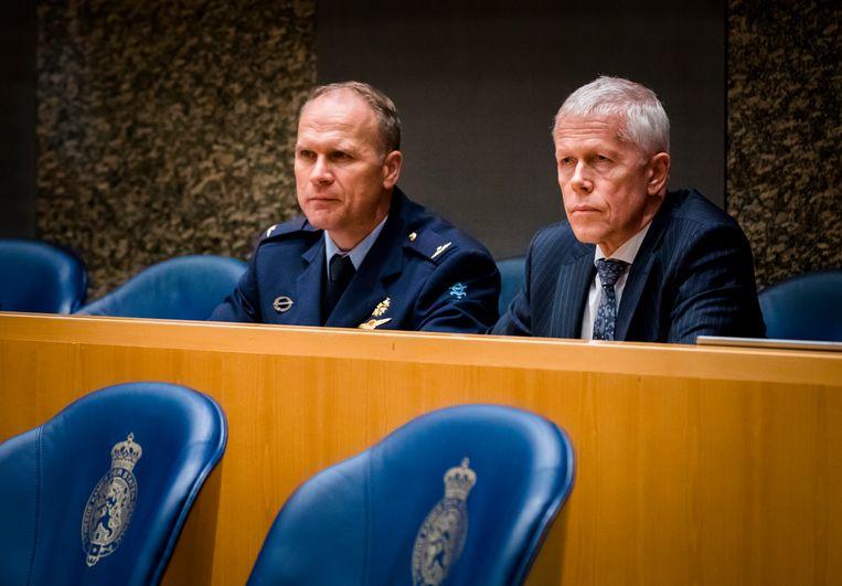 Onno Eichelsheim (MIVD) en Rob Bertholee (AIVD) tijdens het debat over de uitslag van het referendum over de Wet op de Inlichtingen-en Veiligheidsdiensten (Wiv) in de Tweede Kamer.  Beeld Hollandse Hoogte /  ANP