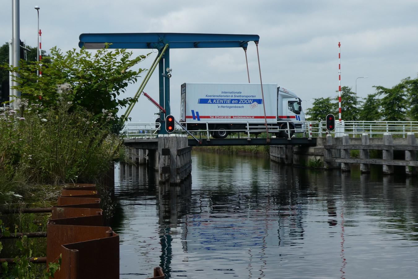 De Dungense brug straks niet meer toegankelijk voor zwaar vrachtverkeer en grote landbouwvoertuigen.