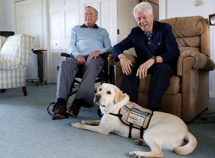 Bill Clinton bezoekt George H.W. Bush in zijn woning in Maine in juni 2018.