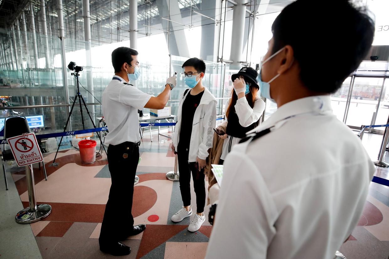 Temperatuurcheck op het vliegveld van Bangkok, Thailand. Beeld EPA