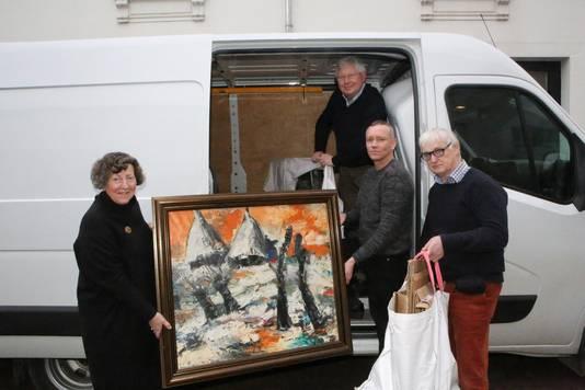 Pieter en zijn team halen kunstwerken op in Aarschot.