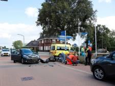 Man en vrouw gewond bij aanrijding scooter met auto in Beugen