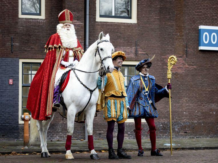 Sinterklaas en de Pieten kwamen een paar weken geleden aan bij het Scheepvaartmuseum in Amsterdam. Beeld ANP