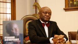 Het levensverhaal van 'vader Kompany': van mobutu-Vluchteling tot Belgiës eerste zwarte burgemeester