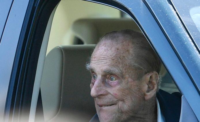 Prins Philip, de hertog van Edinburgh, zat gisteren alweer achter het stuur van een nieuwe Landrover.