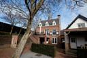 Leo Voorwinden bouwde een landhuis in kasteelstijl aan de Schans in Werkendam.