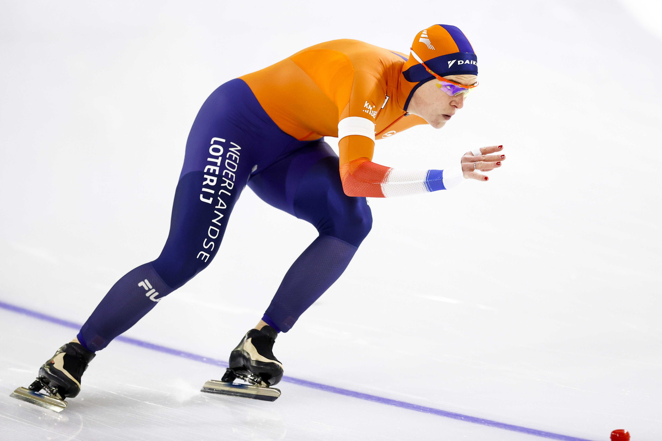 Ireen Wust in actie tijdens de 1500 meter voor vrouwen op het WK afstanden schaatsen in Thialf.