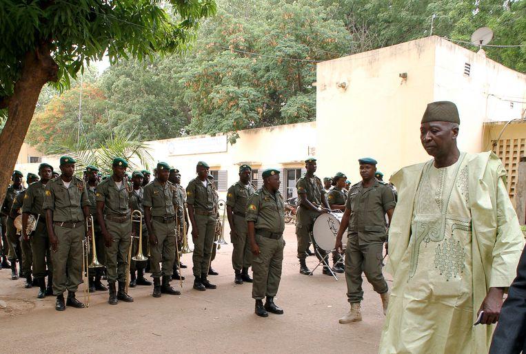 De nieuwe interim-president van Mali Bah N'Daou toen hij in 2014 minister van defensie werd.  Beeld AFP