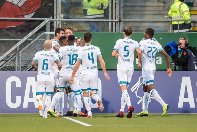 Weer een goal van PSV en dat wordt gevierd.