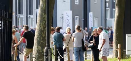 Gekte in Nijverdal, ook in Enschede grote drukte bij stempelen van gele boekje