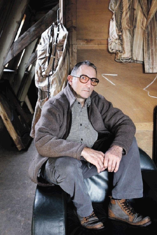 Theater- en muziekmaker Paul Koek: 'Ik ben vijfenvijftig. Ik ben nog lang niet klaar'. (FOTO JÃ¿RGEN CARIS, TROUW) Beeld