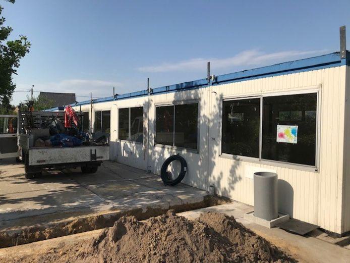 De containerklassen van de scholen in Ezaart en Heidehuizen zijn aan vernieuwing toe.