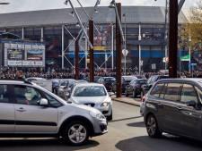 Supporters moeten verder lopen naar de Kuip: parkeren in wijk naast stadion niet mogelijk