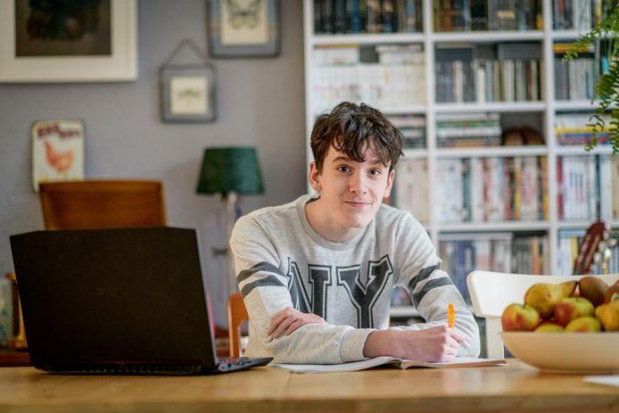 Rubén Conejos uit Borne zit nu in vwo 3 op VSO-school Panta Rhei College in Enschede. Dit jaar moet hij kiezen voor een reguliere middelbare school: wordt het Bataafs Lyceum of Twickel?