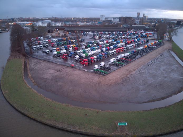 Op deze foto van de Facebookpagina Zwarte Water Zwolle is goed te zien hoe het terrein nu gebruikt wordt.