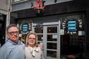 Harry Hamers en zijn vrouw Marianne, runden jarenlang de fameuze schoenenzaak Het Rode Laarsje in Bergen op Zoom. Een zaak waarvan de oorsprong zowat 100 jaar terug gaat. Tot hun grote verdriet moeten ze definitief de deuren sluiten.
