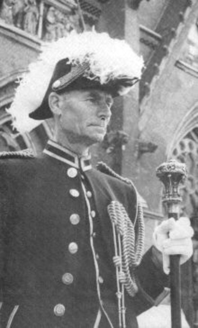 Bernard van Lieshout als 'suisse' bij de Catharinakerk in Eindhoven.