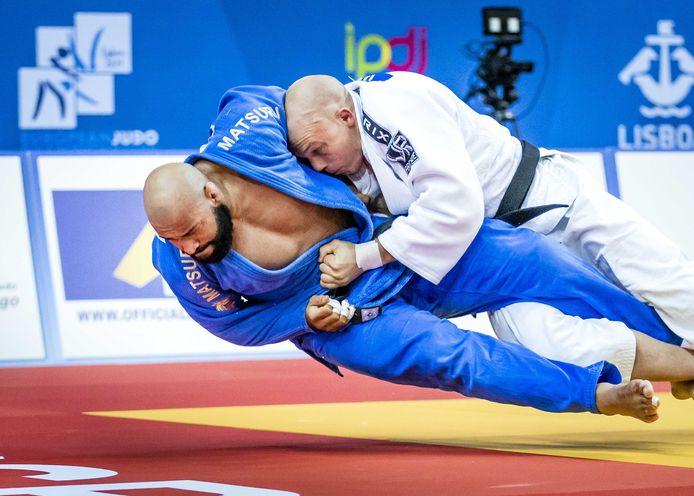 Roy Meyer (blauw) en Henk Grol (wit) op de mat bij het EK judo in Portugal. Het was het laatste meetmoment voor de Olympische Spelen.