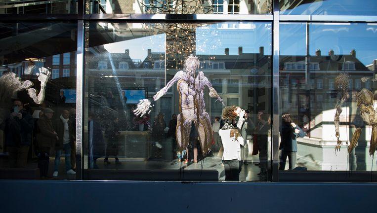Activisten hebben zondag bij het Concertgebouw geprotesteerd tegen de relatie van de culturele instelling met Shell. Beeld Fossil Free Culture NL