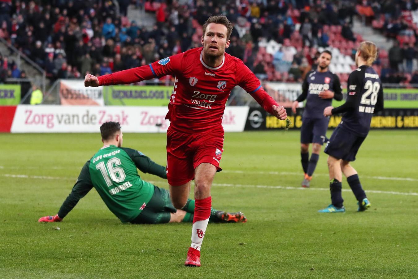 Sander van de Streek viert zijn 2-1 tegen FC Twente.