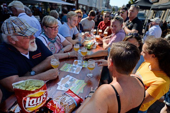 Tijdens de laatste Melbuul'ndagen in 2019 schoof iedereen nog gezellig bij elkaar aan tafel voor een biertje.