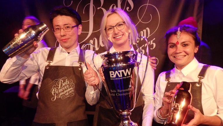 Winnaar Jessica Mili (m) uit Canada: 'We zijn allemaal winnaars, no matter what.' Met Masaki Ishimura (zilver, Japan) en Evgenya Prazdnik (brons, India). Beeld Hans van der Beek