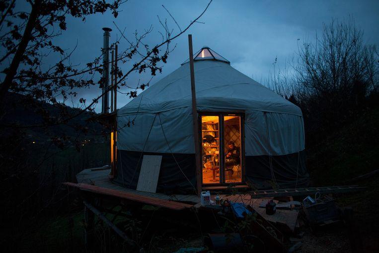 De groep 'néoruraux' in Saint-Franc woont onder andere in een bijzonder soort tent Beeld null