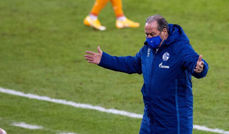 Trainer Huub Stevens tijdens Schalke 04 - Arminia Bielefeld. Het werd 0-1.  Beeld BSR Agency
