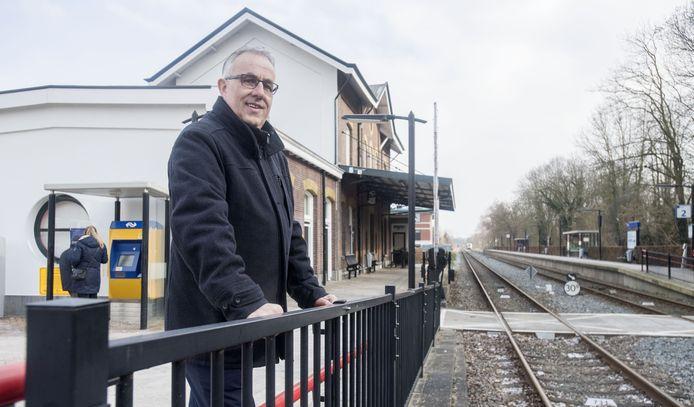 GOOR - Serie van lijsttrekkers Hof van Twente. Harry Scholten (CDA) op het station van Goor. Verbinden samen op weg EDITIE: HE FOTO: Frans Nikkels FN20180228