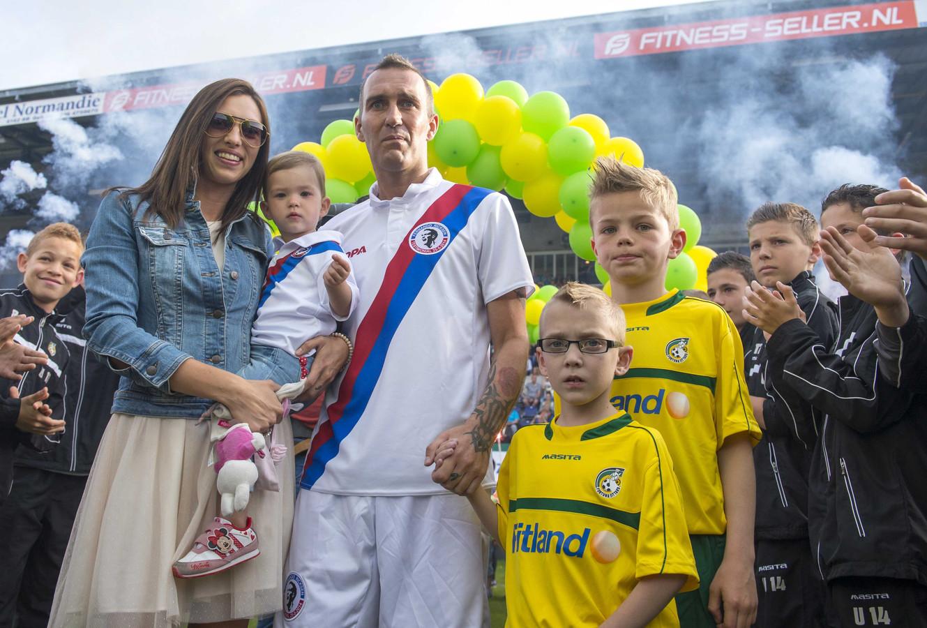 Fernando Ricksen speelde in 2015 nog een laatste wedstrijd met vrienden en oud-teamgenoten in het stadion van Fortuna Sittard.