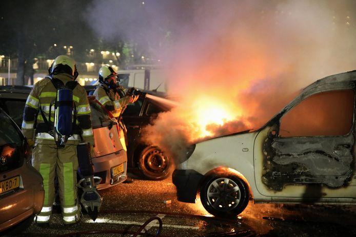 Een bestelbusje is vannacht in Zeist door een brand verwoest.