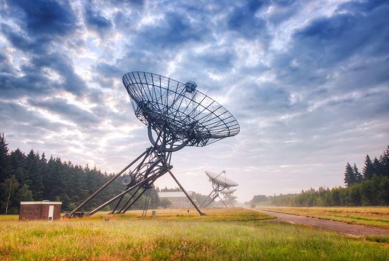 De sterrenwacht in het Drentse Westerbork, waarmee het universum wordt afgeluisterd.  Beeld Getty Images/iStockphoto