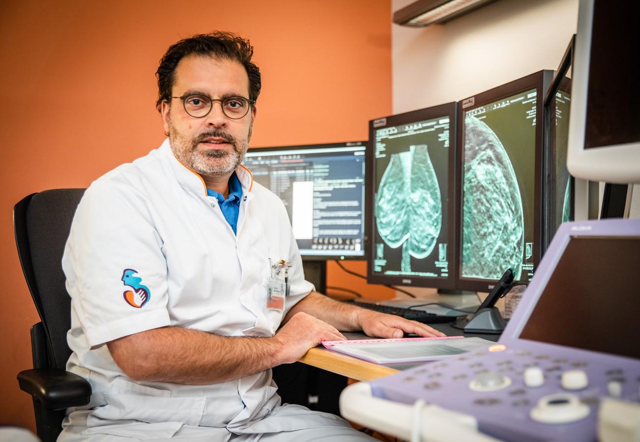Radioloog Marc Kock van de Breast Clinic van het Albert Schweitzer ziekenhuis in Dordrecht.
