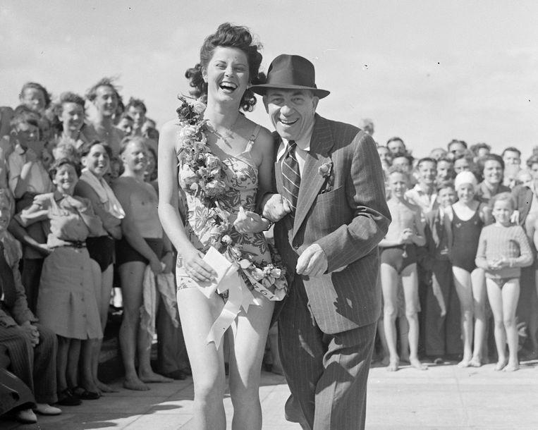 Chico Marx in vrouwelijk gezelschap. Beeld BELGAIMAGE
