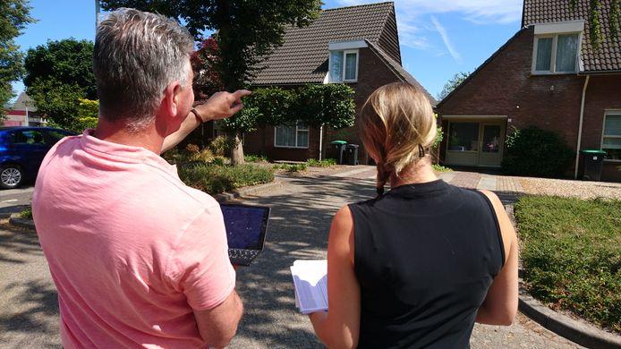 Inspecteurs van de BSOB bekijken woningen in Uden.
