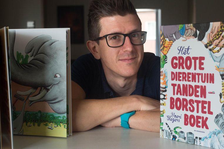 Yoeri Slegers uit Rosmeer met zijn prentenboek.