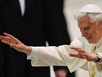 """""""Paus ziet bijna niet meer door linkeroog"""""""