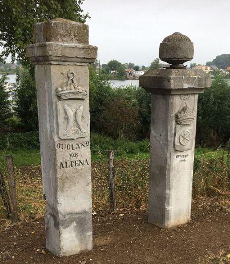 Historische grenspalen in Veen weer in volle glorie terug op hun plaats