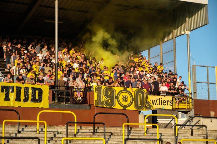 Honderden supporters kwamen gisteravond samen in het Vanderpoortenstadion.