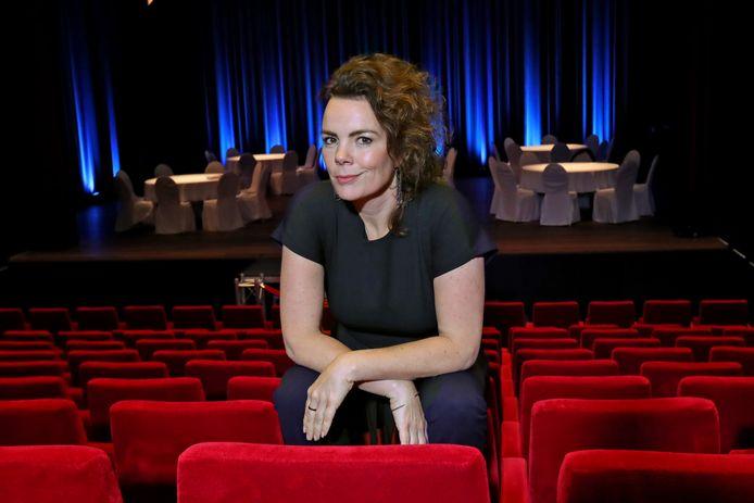 Schouwburgdirecteur in Lochem, Miriam Radstake, neemt de programmering van Theater Hanzehof erbij.