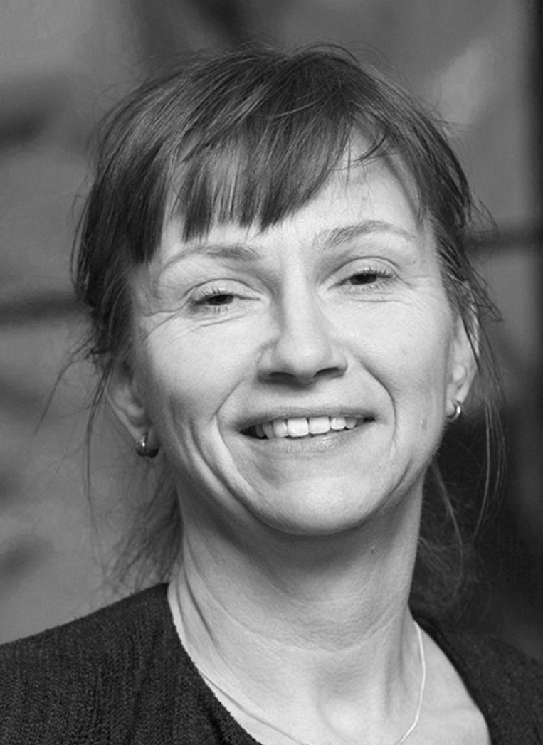 Desiree van den Bogaard (1966) is documentair fotograaf. Ze is afgestudeerd aan de Fotoacademie met een serie foto's van kamers van uitgevlogen kinderen ('Ziel eruit, wasrek erin'). Dat resulteerde in het boek 'Plaatsgemaakt'. Beeld