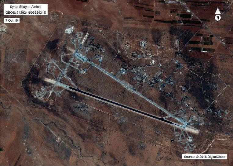 Het Amerikaanse ministerie van defensie gaf deze kaart van de Shayrat basis in oktober 2016 vrij.  Beeld AFP