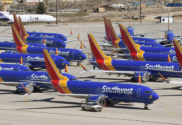 Boeing 737-MAX van maatschappij Southwest staan aan de grond.