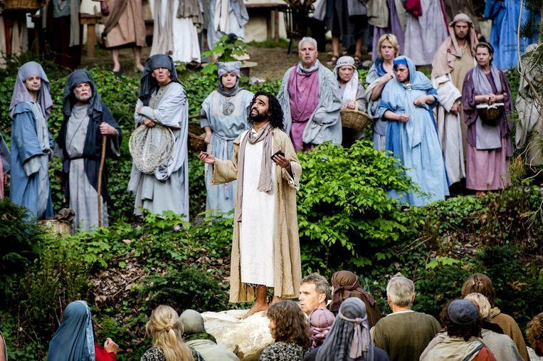 Abbie Chalgoum in de rol van Jezus tijdens de generale repetitie voor de Tegelse Passiespelen. Beeld anp