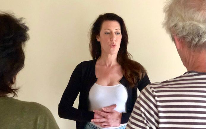 Zangdocent Iris van der Made: les voor mensen die te maken hebben met de restverschijnselen van long-Covid.