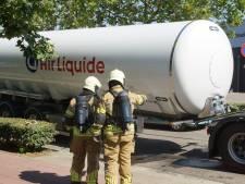 Vrachtwagen verliest tankoplegger met CO2 in Kaatsheuvel